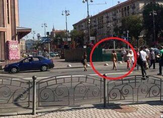голая женщина гуляла по Киеву. Фото: Николай Голодняк. . Главные новости Украины сегодня без цензуры
